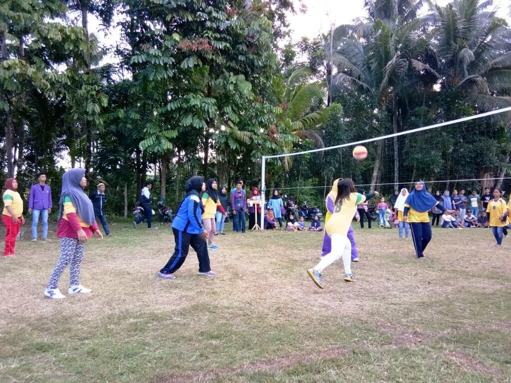 Pertandingan volley semi Final ball Putri SMK Bakti Karya VS Sidahurip Desa Cintakarya